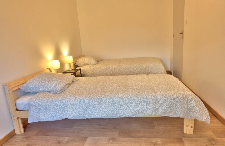 chambre avec lit double d'appartement en bord de seine unappartarouen.com